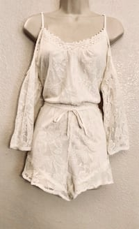Never worn Band of Gypsies white lace cold shoulder romper. Sz S Las Vegas, 89138