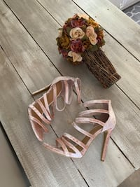 NEW Pink Velvet Strappy Heels Shoes, sz 8