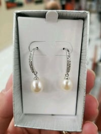 Brand new earrings Belleville