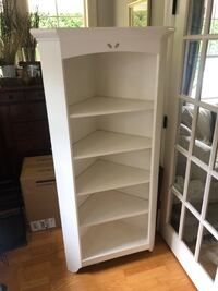 Corner shelf unit Surrey, V4A 2C9