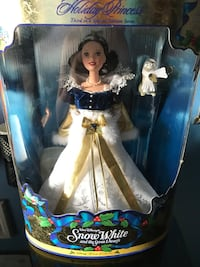 Holiday Princess Snow white doll in box