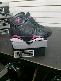 unpaired toddler's black and pink Air Jordan 7 shoe with box