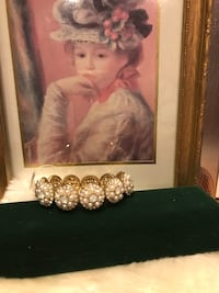 Pretty! Victorian Pearl Gold Stretch Bracelet
