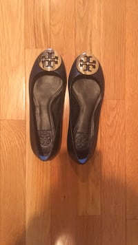 pair of brown Tory Burch leather flats Laurel, 20723