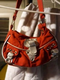 red and white leather shoulder bag Akron, 44312