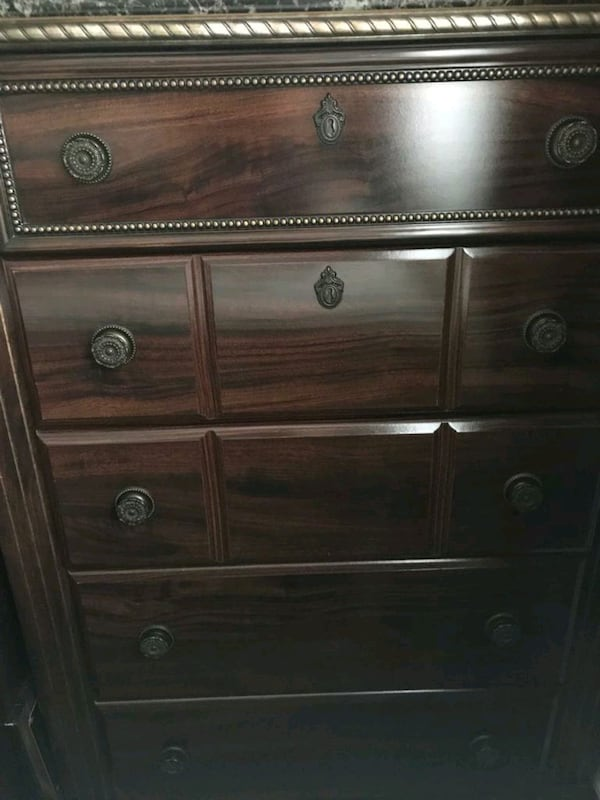 Bedroom Set Queen Size (Negotiable) 357c9e7a-3fc2-494f-9d3f-641a75919afa