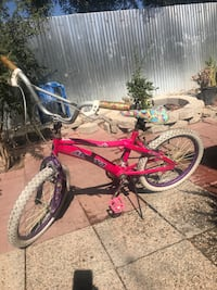 Magna pink 20 inches bike good brakes no flat tires  Fresno, 93722