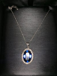 *Brand New* Silver chain necklace with pendant