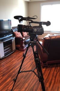 Canon xf300 plus tripod 7050h Also battery charger remote control