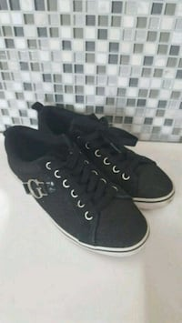 Guess runners size 6