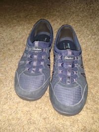 Womens sketchers size 10