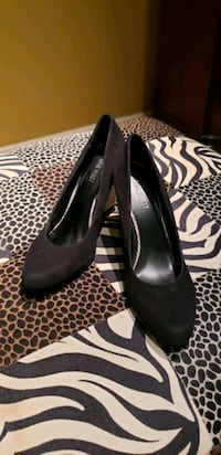 GUESS Black Suede 8.5 West Islip, 11795