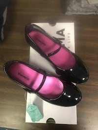 pair of black leather flats 43 km