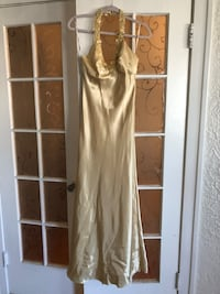 Beautiful Gold floor length prom dress size 4 Chicago, 60629