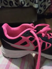 unpaired pink and black Nike running shoe Clinton, 73601