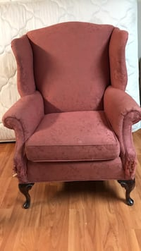 Wing chair < 1 km