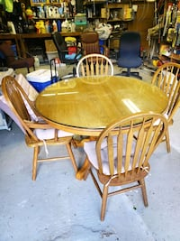 Dining room table and four chairs Rock Hill, 29732