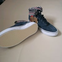 pair of black low top sneakers Southampton, SO17 3TJ