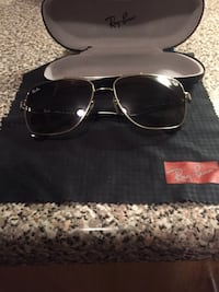 black framed Ray-Ban aviator sunglasses with case Barrie, L4N 4G5