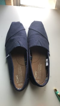Pair of navy blue toms slip-on shoes Costa Mesa, 92627