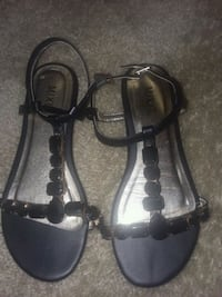 Brand new never worn sandles Sioux Falls, 57108
