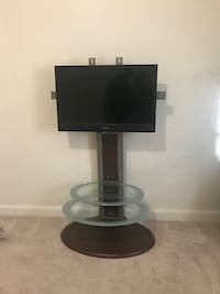Floor Tv mount with 32in Tv included Washington