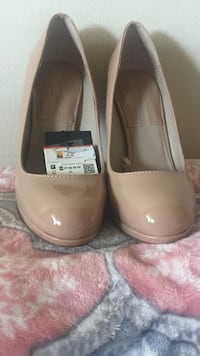 Pair of brown leather slip-on shoes Alexandria, 22309