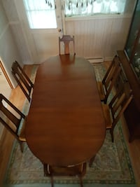 Vintage Solid Wood Dining Room Table & Chairs Châteauguay