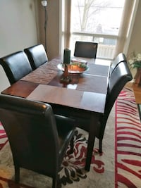 Dining table Cambridge, N1R 8M3