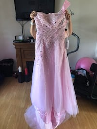Formal dress size 3-4 Dartmouth, B2W 1Z8
