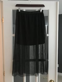 Maxi skirt from Simons, size small.  Montréal, H1J