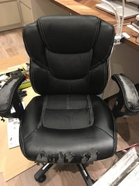black leather office rolling armchair Toronto, M2P 1S9