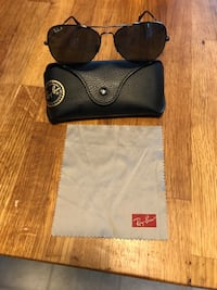 Raybans with case,cloth worth $200 Springfield, 22153