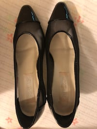Pair of black leather flats Toronto, M5A