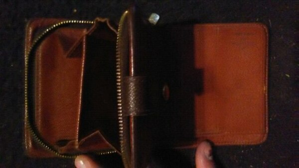 Authentic Louis Vuitton wallet  92bc0520-2225-4533-b89b-6d1dab636691
