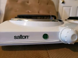 SALTON Portable Electric Cooktop with two Burners