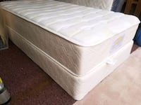 Single / twin mattress. Clean. Pet smoke free, del Edmonton, T5G 2A9