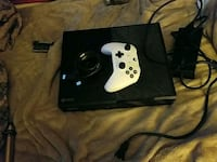 Xbox One console with controller South Elgin, 60177