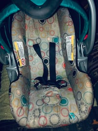 baby's gray and blue car seat carrier Jackson, 39213