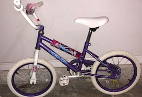 Sparkles bike for girls ( 5-8 years old) w training wheels