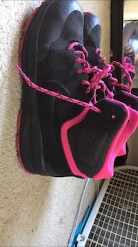 Black and pink Nike shoes Manassas Park, 20111