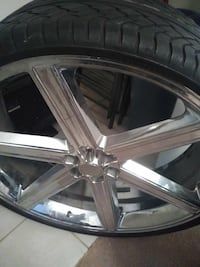 chrome-and-black car wheel