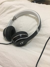 Black beats headphones  New York, 11216