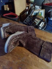 Brown Moccasin Boots size 10 Henderson, 89014