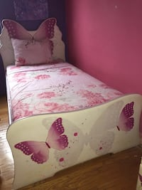 Selling bed set all four pieces 140 r best price Toronto, M8Y 1R7