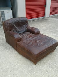 $50 Delivery - leather lounge chair mcm Houston, 77054