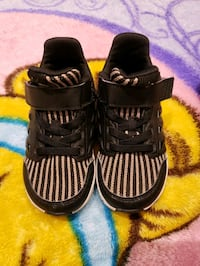 Barely used adidas shoes Mississauga, L5M 4V4