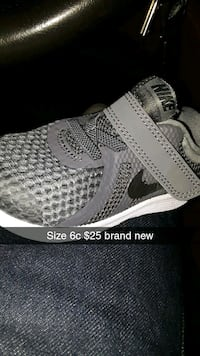 pair of gray-and-black nike sneakers Arvin, 93203