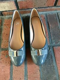 Women's Gray Flats (NEW) Annandale, 22003