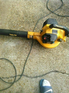 black and yellow Poulan pro leaf blower